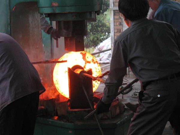 Industry-standard-alloy-steel-WN-and-SO-flanges-forging.jpg