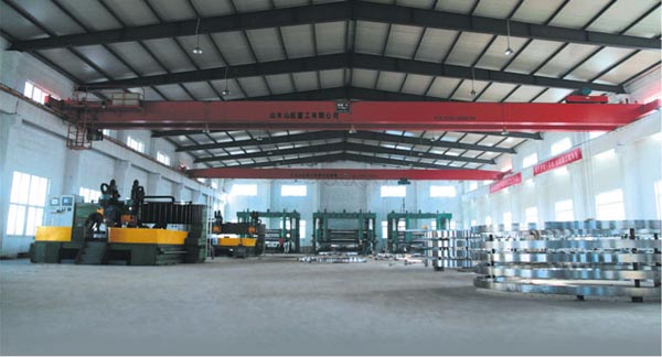 Industry-standard-alloy-steel-WN-and-SO-flanges-workshop.jpg